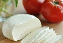 Homemade Foods & Seasonings / by Kristina Elmore