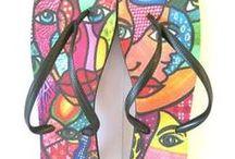 Chinelos / Chinelos com desenhos da artista Leila Cordeiro - marca Leila Arte & Cores