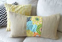 Pillows / These stylish DIY pillows are easy to make and will brighten any home!