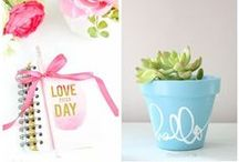 DIY Gifts / In need of some gift ideas for the holidays? Check out these easy DIY gifts that everyone will love!