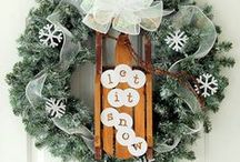 Winter / Turn your home into a winter wonderland with these easy DIY winter decor ideas and crafts! Let it snow!