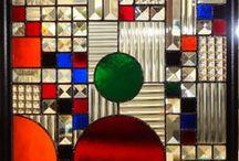 """Arquitectura Vitrales Modernos - Modern Glass Panel Design / """"La arquitectura es vida, o por lo menos es la vida misma tomando forma y por lo tanto es el documento más sincero de la vida tal como fue vivida siempre"""".Frank Lloyd Wright."""