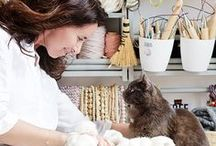 Living Pretty With Your Pets / Guest series about bloggers who live pretty with their indoor creatures and who still love them no matter how much dirt and problems they cause.