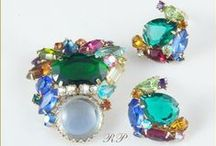 Rhinestones Past Shop / Vintage Jewelry for every age.