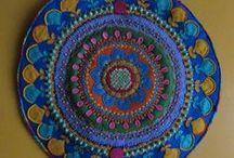 Tapices en fieltro / Tapices bordados a mano en fieltro, con aplicaciones crochet, mstacillas, lentejuelas, maderas , perlas brillantes.Diseños de Mandalas, Mano de fátima , únicos e irrepetibles.