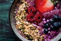 F O O D | frühstück / Das Frühstück ist die wichtigste Mahlzeit des Tages, sagt man. Dafür wird es leider viel zu oft im Vorbeigehen abgehandelt. Hier sammele ich Ideen für vielseitige, gesunde, leckere und gute Frühstücksvarianten. Damit wir uns wieder öfter gemütlich hinsetzen und unser Frühstück genießen.