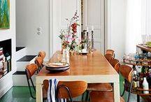 H O M E | e s s p l ä t z e / Zum Essen setzen wir uns alle an einen Tisch. Groß muss er sein, damit alle dran passen. Damit wir ihn mit gutem Essen und lauter Liebe füllen können. Wie schöne und einladende Essplätze aussehen, sammele ich hier.