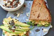 F O O D | stulle deluxe / Wir lieben Brot! Auch wenn wir es nicht mehr jeden Tag essen. Aber WENN wir es essen, dann muss es alles haben. Es muss knuspern und aromatisch sein und auf der Zunge tanzen! Alle Varianten hier auf dem Board.