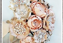 ~Bridal Brooch Bouquets~ / Eye-popping bridal brooch bouquets / by Hustle Your Bustle