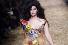 Curves on the Runway / Slowly but surely designers are creating fashion for women with curves. Some of the designers pinned here are: Elena Miro, Marina Rinaldi,