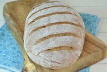 Homemade Bread Recipes / Homemade bread recipes including recipes for dinner rolls and sandwich breads.
