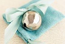 WINTER WEDDING FAVORS Banff Wedding Planner / Yummy, cozy, warm...wedding favors that are perfect for a winter wedding or mountain wedding.