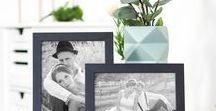 Einrichten mit Bildern / Entdecke wie du ganz einfach deine Lieblingsbilder zur Geltung bringen kannst. Ob Reihen-, Raster oder Kantenhängung, mit einfachen Mitteln kannst du frischen Wind in dein Zuhause bringen.