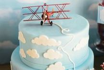 Airplane Party Ideas / Airplane | Birthday | Party | Ideas | Printables | Tips | Cake | Cupcakes | Invitation | Decorations | Favors | Games | Food | SIMONEmadeit.com