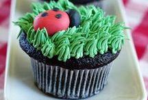 Ladybug | Ladybird Party / Ladybug | Ladybird | Bug | Birthday | Party | Ideas | Printables | Cake | Cupcakes | Invitation | Decorations | Favors | Games | Food | SIMONEmadeit.com