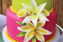 Hawaiian Luau Party / Hawaiian Luau | Hawaii | Luau | Aloha | Themed | Birthday | Party | Ideas | Printables | Cake | Cupcakes | Invitation | Decorations | Favors | Games | Food | SIMONEmadeit.com
