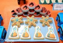 Mad Scientist | Modern Science Party Ideas / Mad Scientist | Modern Science | Birthday | Party | Ideas | Printables | Tips | Cake | Cupcakes | Invitation | Decorations | Favors | Games | Food | SIMONEmadeit.com