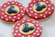 Mickey Mouse Party / Mickey Mouse | Themed | Birthday | Party | Ideas | Printables | Cake | Cupcakes | Invitation | Decorations | Favors | Games | Food | SIMONEmadeit.com