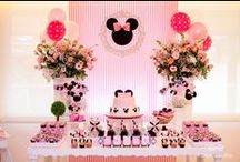 Minnie Mouse Party / Minnie Mouse | Themed | Birthday | Party | Ideas | Printables | Tips | Cake | Cupcakes | Invitation | Decorations | Favors | Games | Food | SIMONEmadeit.com