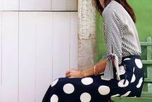 Poás | Polka Dots / Estampa poá. Polka dots pattern. Dresses, blouses and skirts with polka dots.