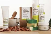 LaSaponaria - Italian cosmetics / Pure plant and essential oils, natural herbal extracts, seeds and plant components: so easy is the composition of cosmetic products LaSaponaria Italian brand. Handmade beauty products that are pure and natural. / by Erbario.cz