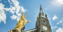 """Vivez ● L'église de Sainte-Marie / Construite en 1859, l'église """"Le Saint-Nom-de-Marie est un chef-d'oeuvre du style néo-gothique. La décoration vaut le coup d'oeil pour sa dorure à la feuille, ses faux-finis et ses trompe-l'oeil. À voir aussi, la fameuse Madone des Croisades datant du XIIIe siècle. Ce temple a été classé monument historique en 2001. Il est ouvert au public à tous les jours à partir de 8 h. Possibilité de visites guidées."""
