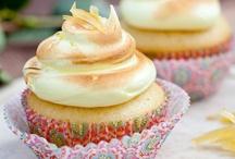 Cakes & cupcakes / by Caro Calvo