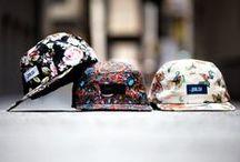 bonés e chapéis