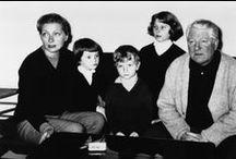 Jean Gabin  (1904-1976) / De son vrai nom Jean Moncorget Trois mariages et deux divorces  : Marie-Louise Basset (de 1925 à 1931) Jeanne Mauchain (de 1933 à 1943) et Dominique Fournier (de 1949 à 1976) Trois enfants avec Dominique Fournier (1918-2002) Florence, Mathias et Valérie Mathias a un fils Alexis Florence a un fils Jean-Paul  Il a eu de nombreuses liaisons : Marléne Dietrich, Michelle Morgan, Dora Doll .......