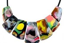 kandinsky / A Sobral buscou inspiração nas formas e linhas coloridas das obras de Kandinsky, artista plástico russo pioneiro da abstração nas artes visuais. As peças são únicas e têm uma combinação de cores vivas e intensas.