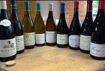 Dégustation spéciale Beaujolais Mâconnais chez iDealwine / Sans doute les deux vignobles de France qui proposent le meilleur rapport plaisir/prix. Du fruit et de la gourmandise, mais aussi des vins sérieux qui peuvent se garder quelques années.  Voir la vente : https://www.idealwine.com/fr/vente_a_prix_fixe/index3.jsp?onglet=0