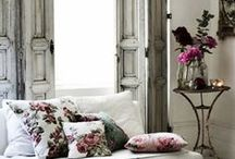 Sitting Rooms / Ideas, inspiration and top tips for creating the perfect sitting room.