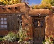 Maisons terre crue et earthbag (Cob Houses) / Maisons terre crue et earthbag . Cob houses. Finition revêtement enduit à la chaux et autre