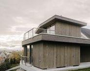 Extension houses / Pour gagner de l'espace ces maisons ont été agrandies ou surélevées dans un style traditionnel ou contemporain.