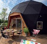 Domes et demi-rondes, maison bulle (quonset home) / Ces maisons en forme de dôme, de bulle ou demi-rondes défient les règles architecturales conventionnelles
