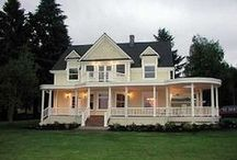 I do Declare....I would love to live there!! / gorgeous homes with amazing  curb appeal / by Barbara Massey