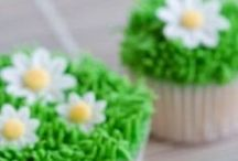 Cupcake and Cake Tutorials, Video's and How-To's for Decorating Cupcakes and Cakes / I would love to learn how to create beautiful cakes and cupcakes.  If you would love to learn this, too perhaps these tutorials, video's and how-to's will be helpful.