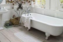 Bathrooms / by Wilma Schuurman