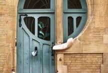 Fachadas, portais e aldravas