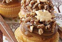 Cupcakes & Cake Pops / by Celeste DeBarge Romero