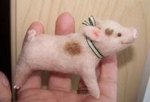 Cerdos (pig) / by Africa Bonilla