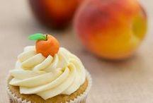 Cake/Cupcakes - Peach / by Meriem Bustos