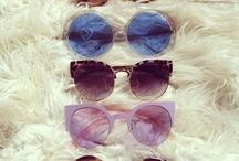 Gafas de sol / Una muestra de uno de los complementos más maravillosos y necesarios para la piscina o la playa