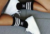Preis.de ☆ Sneaker Freaker! / Ein Schuhregal ohne Sneakers? Ohne uns! Egal ob im Club, zum Sport oder sogar auf dem Catwalk - der Turnschuh-Trend erobert schon seit Jahrzehnten unsere Herzen. Lass dich anstecken und finde auf unserer Pinnwand diverse Sneaker-Outfits, von klassisch bis extravagant.