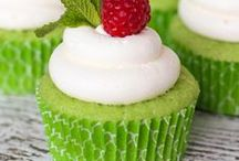 RECIPES Cupcake / Cupcake Recipes - from fancy and elegant to simple & Easy but always Yummy!  / by Lauren H