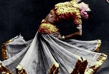 Dancing / by Antonia Almitrán