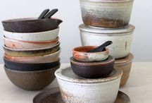 Props < brown, retro, wood > / As a foodstylist I love the inspiration of all beautiful ceramics. The latest trend is ceramics with a retro design. Ceramic bowls, plates, mugs, wooden spoons, cutelery and cuttingboards.