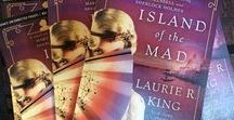 Island of the Mad / Mary Russell and Sherlock Holmes go in search of a friend's mad aunt, whose trail takes them to Bedlam, Venice, and a haunted island in the Venetian lagoon...