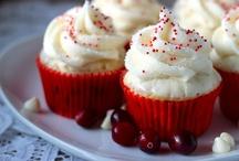 Cakes/Cupcakes / by Kim Lyons