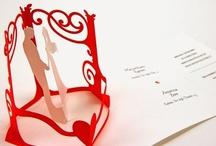 PopTheQuestion.it per Lovli.it / PopTheQuestion.it è una giovane realtà che realizza partecipazioni e coordinati di nozze proponendo un prodotto unico: l'invito Pop-Up. Le partecipazioni sono realizzate a mano attraverso una speciale tecnica di piegatura della carta che, come negli origami giapponesi, dà l'illusione della tridimensionalità e del movimento.